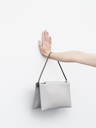love-aesthetics-aetelier-flat-fold-bag-arm